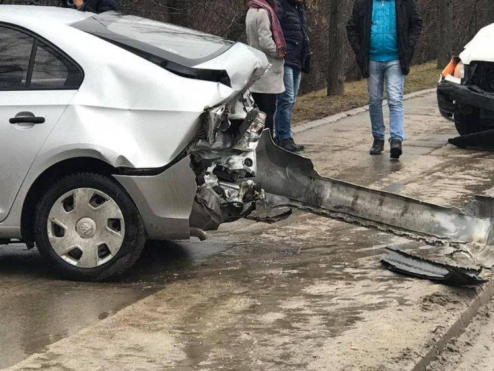 ACCIDENT GRAV în sectorul Rîşcani al Capitalei. Două maşini s-au lovit violent (VIDEO/FOTO)
