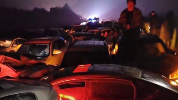 Poleiul a LUAT VIEȚI. Doi morți și zece de oameni în stare gravă după un ACCIDENT cu implicarea a peste 100 de mașini în China