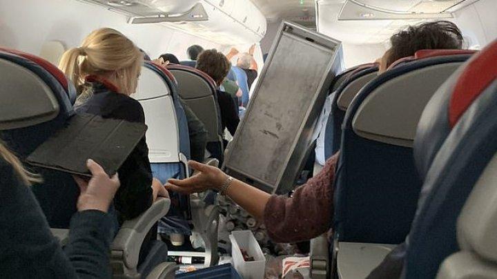 CLIPE DE COŞMAR pentru pasagerii unui avion. Aeronava a picat în gol de două ori (IMAGINI GREU DE IMAGINAT)