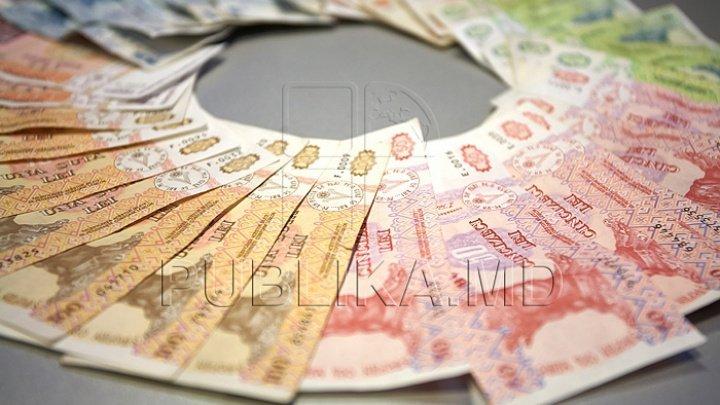 Moldovenii tot mai mult se împrumută de la bănci. Creditele acordate, în creștere cu 44,2%, în luna februarie