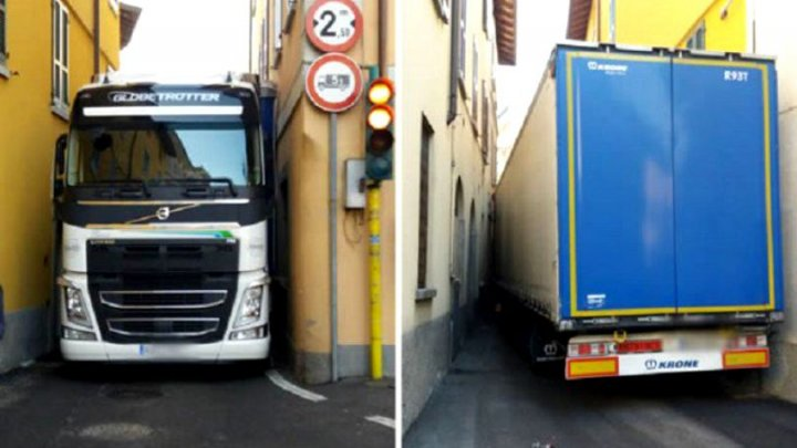 """Un şofer român şi-a """"înfipt"""" TIR-ul între ziduri pe o străduţă din Italia"""