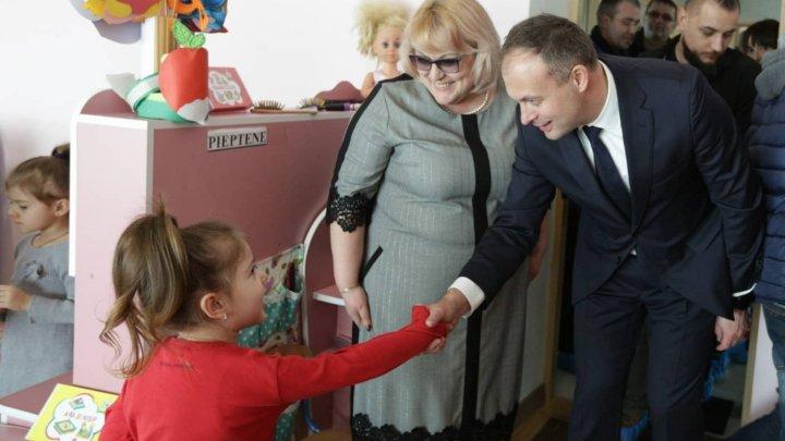 Andrian Candu a vizitat grădinița DoReMicii din Călărași, prima de tip energo-eficient din Moldova: Doar aşa poţi să dezvolţi ţara (VIDEO)