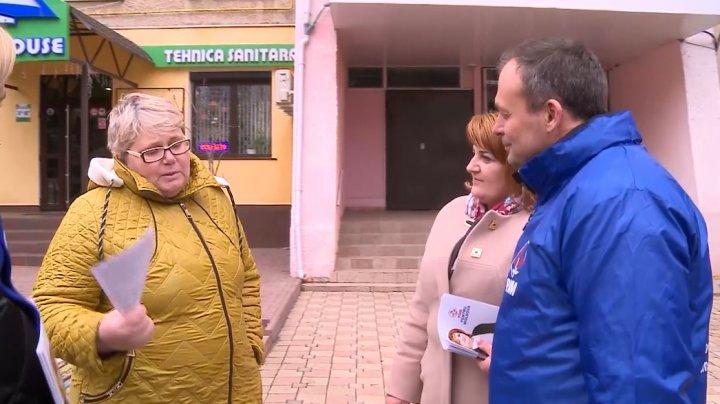 """CARAVANA PDM, la Rezina. Oamenii sunt mulţumiţi că în momente dificile sunt susţinuţi de autorităţi. """"Dacă s-a majorat pensia nu vreau să mor"""""""
