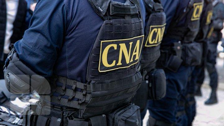 SCHEMĂ DE CORUPŢIE la Vamă: BILANŢUL percheziţiilor efectuate de procurori şi ofiţerii CNA. Şase persoane, REŢINUTE
