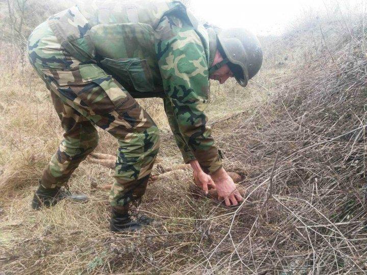 Arsenal de muniţii, distrus de geniştii militari la Căuşeni (FOTO)