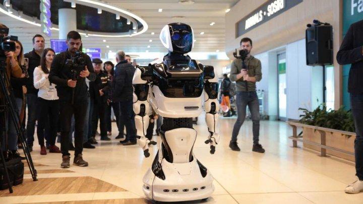 Vedeta INNOVATIC FEST - robotul Thespian a aterizat la Chișinău (VIDEO)