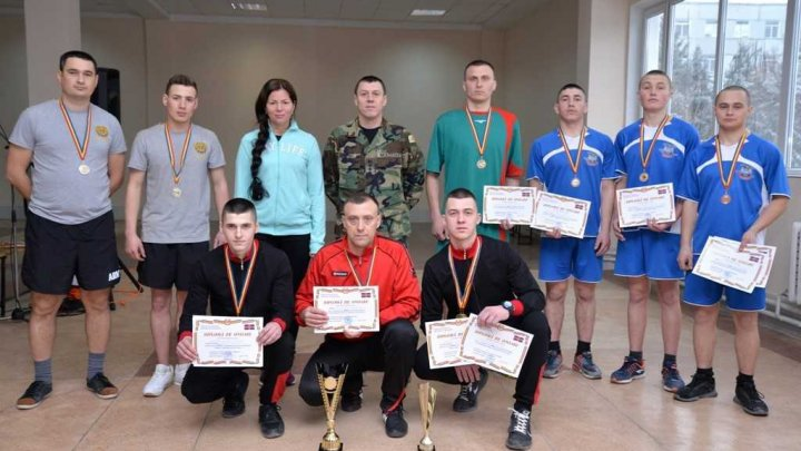 Studenţii Academiei Militare a Forţelor Armate au câştigat Cupa Campionatului Armatei Naţionale la tenis de masă