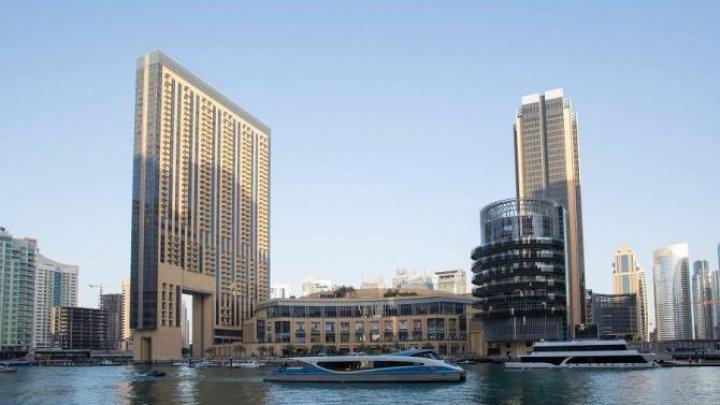 Dubai impresionează din nou. Pe apele mării a apărut un magazin plutitor