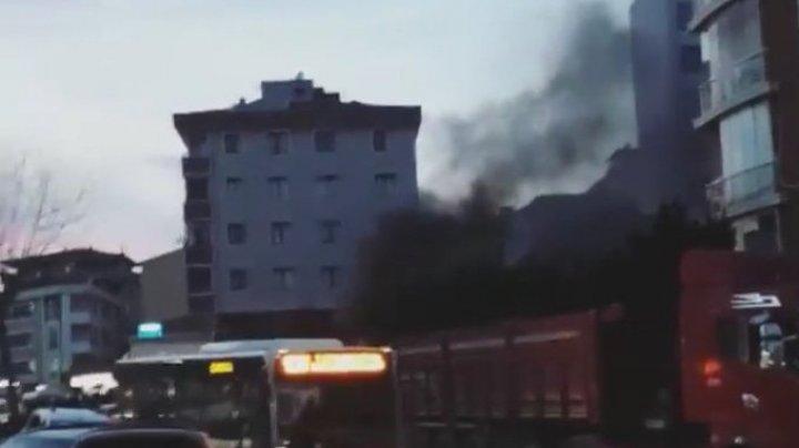 Un elicopter militar s-a prăbuşit într-un cartier din Istanbul. Patru persoane au fost rănite