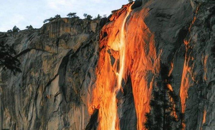 """FENOMEN SPECTACULOS în SUA. O cascadă """"a luat foc"""" (IMAGINI FASCINANTE)"""