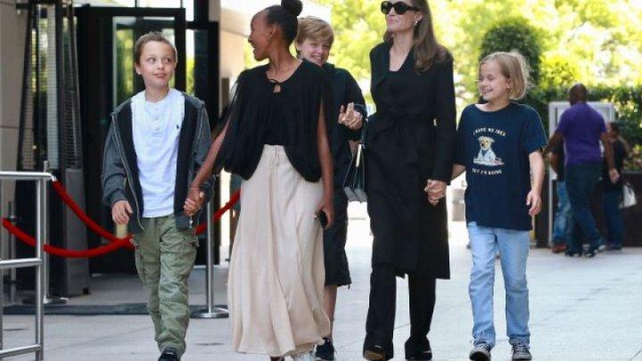 Fiica Angelinei Jolie şi a lui Brad Pitt se transformă în băieţel. Cum arată Vivienne (FOTO)
