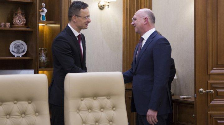 Moldova și Ungaria sunt interesate să dezvolte proiecte economice comune. Discuţiile pe care le-a avut Pavel Filip cu Péter Szijjártó