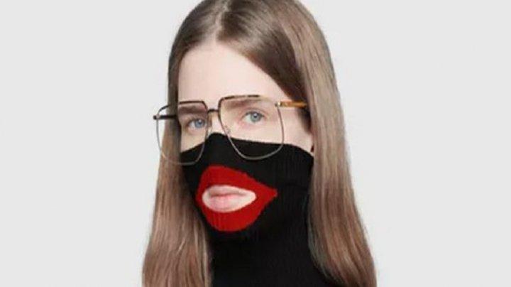 Gucci RETRAGE din vânzare puloverul scandalos cu guler şi buze, care se trăgea până la mijloc de faţă