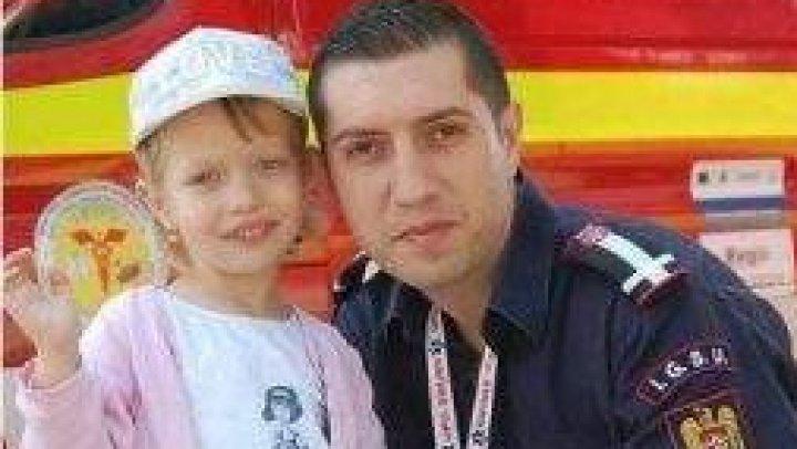 """Mesajul EMOŢIONANT pe care fetiţa unui pompier l-a scris tatălui său, plecat de acasă: """"Te iert pentru că oamenii te iubesc"""""""