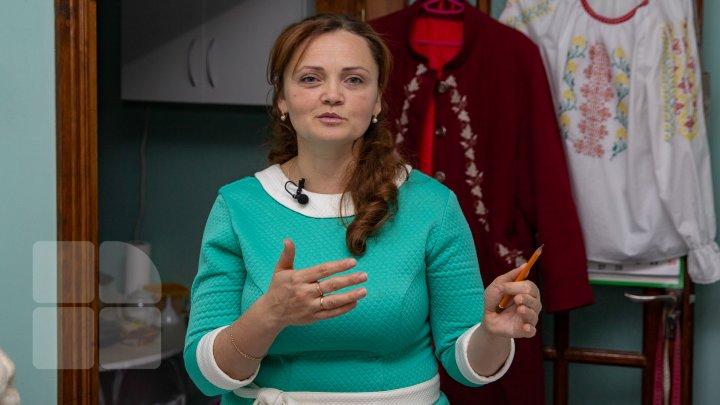 De la pasiunea pentru hainele tradiționale, la afacere. O mamă din Taraclia şi-a deschis un ATELIER, cu un GRANT câştigat din UE (FOTOREPORT)