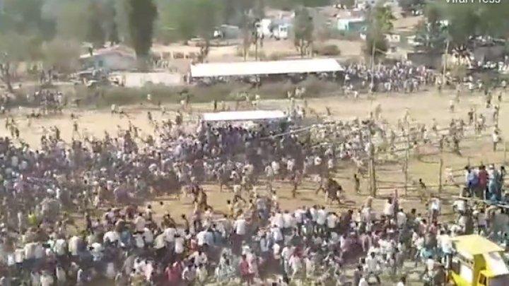 Imagini terifiante în India. Zeci de oameni au fost răniţi, după ce un taur a intra în mulţime