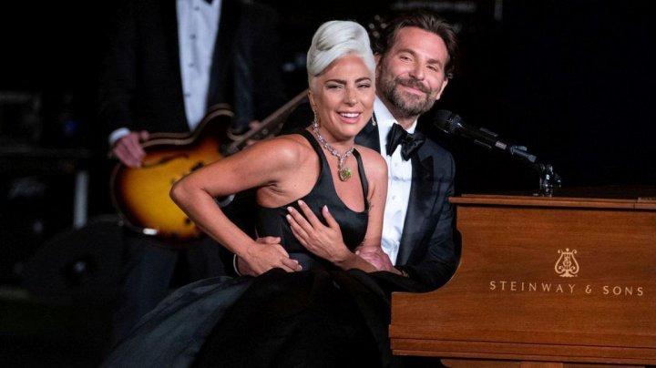 Momentul intim dintre Lady Gaga şi Bradley Cooper. Acest gest a făcut-o pe iubita lui, Irina Shayk, să se aşeze între ei