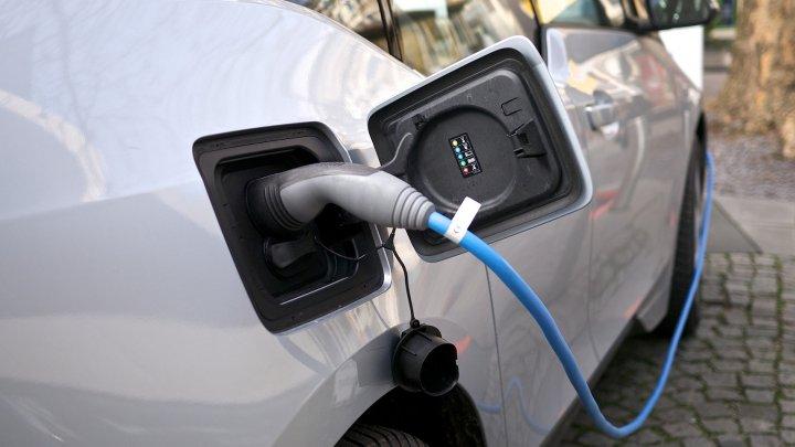 Care este cea mai bine vândută maşină electrică din lume. Piaţa este în creştere
