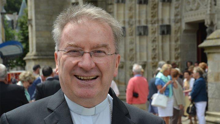 Scandal cu reprezentantul Vaticanului în Franţa. Luigi Ventura, acuzat de agresiune sexuală la Paris