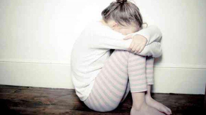 MONSTRU cu chip de om. O minoră din Hânceşti, VIOLATĂ în repetate rânduri de propriul tată