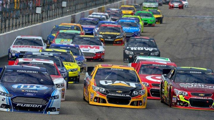 ACCIDENT ÎN LANȚ LA NASCAR. Jimmie Johnson a câștigat prima cursă din noul sezon