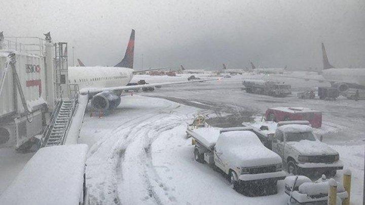 Iarna nu pleacă din nord-estul Statelor Unite: Ninsorile au paralizat traficul rutier şi cel aerian