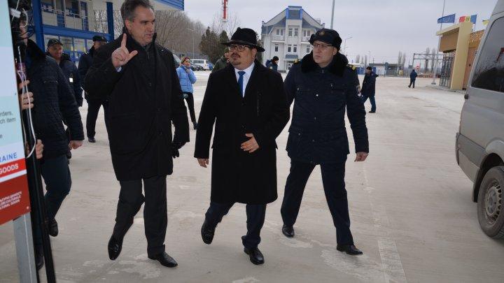 (FOTO) Noul punct comun de trecere a frontierei Palanca, vizitat de directorul  Serviciului Vamal, Vitalie Vrabie