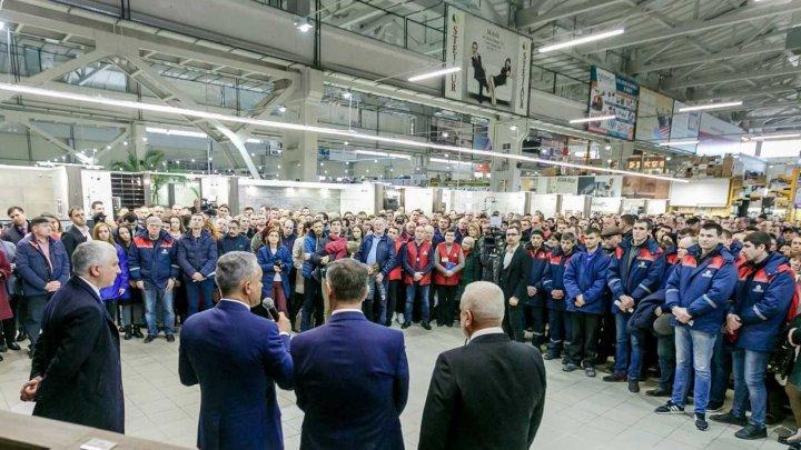 Vlad Plahotniuc a vizitat fabrica Ionel, CFM şi Supraten: Obiectivul nostru este ca moldovenii să rămână acasă (FOTO)