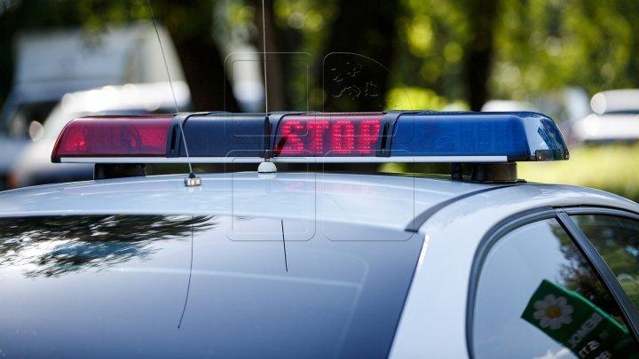 Un bărbat care umbla în rucsacul unei fetiţe de 11 ani I-A UIMIT pe poliţişti când le-a explicat ce face