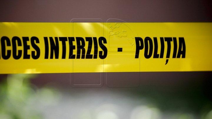 DESCOPERIRE MACABRĂ LA FLOREȘTI. Un bărbat și-a găsit părinții morți în propria casă