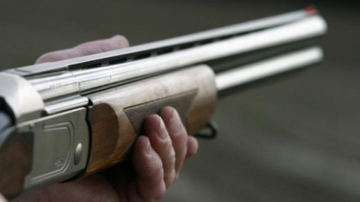 SPAIMĂ DE MOARTE la Șoldănești. Un bărbat beat s-a împușcat în gură dintr-o armă de vânătoare