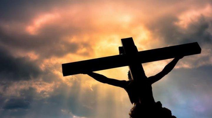 STUDIU: Persoanele religioase sunt mai fericite decât cele care nu au religie