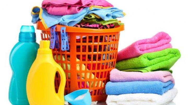 Ce să pui în detergentul de rufe să fie mai eficient