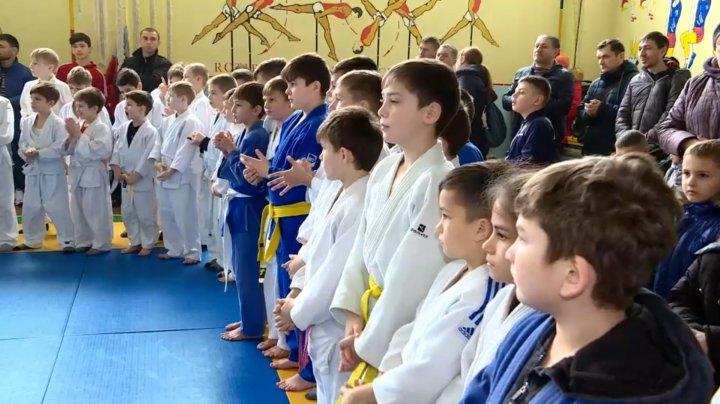 Prima ediţie a Campionatului de Judo: Sportivi din toata ţara şi-au dat întâlnire în satul Sadova, raionul Călăraşi
