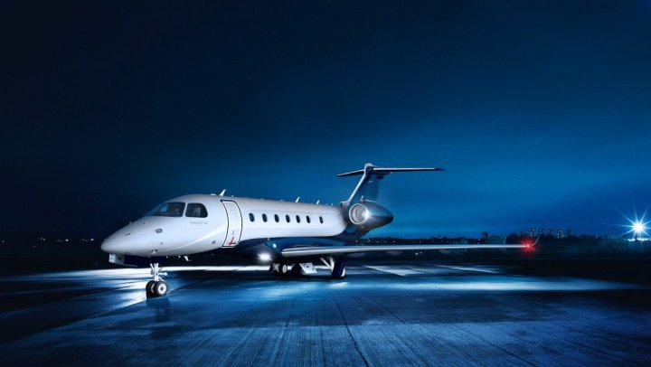 Un avion privat la bordul căruia se aflau actrițele Jennifer Aniston şi Courteney Cox a efectuat o aterizare de urgenţă. Care este motivul