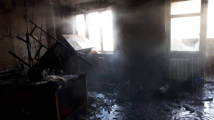 Două persoane au avut de suferit, în urma unui incendiu şi a unei explozii produse în localităţile din ţară