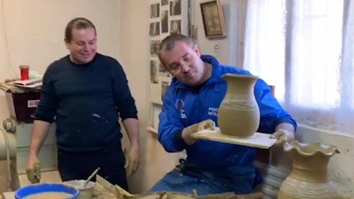Sergiu Sîrbu la Hogineşti: Nu este deloc simplu să confecţionezi o oală, însă e o muncă frumoasă