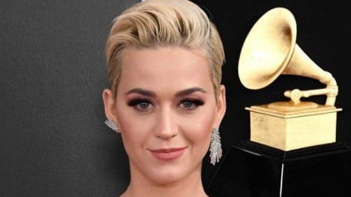 Katy Perry și-a scos din vânzare pantofii. Design-ul original, bănuit de aluzie rasistă (FOTO)