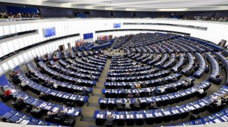 UE adoptă o reformă controversată ce priveşte drepturile de autor pe internet. Ce prevede ea