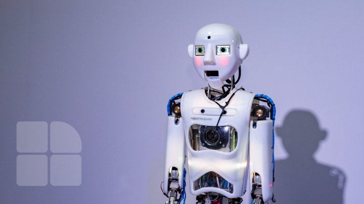 Expoziție neobişnuită cu roboți la Muzeul Naţional de Istorie a Moldovei. Aceştia cântă, dansează și răspund la întrebări (FOTOREPORT)