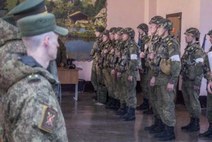 Aplicaţii provocatoare în Transnistria. Militarii în rezervă au participat la antrenamente de utilizarea armelor, minelor şi BLINDATELOR