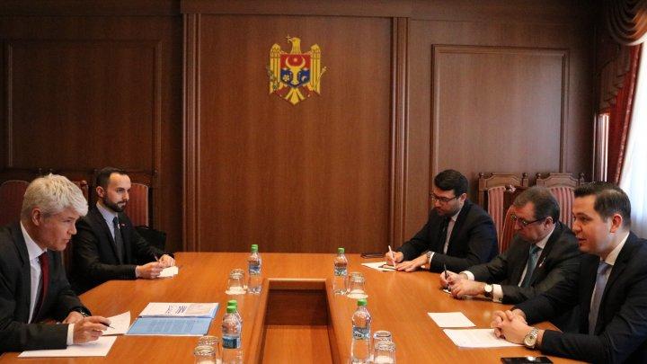 Tudor Ulianovschi a discutat relaţiile dintre Moldova şi Elveţia cu Guillaume Scheurer, ambasadorul Confederaţiei Elveţiene la Chişinău