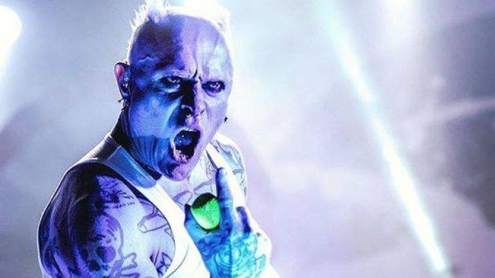 Omagiu regretatului solist The Prodigy. Fanii au lansat o campanie pentru a aduce piesa FIRESTARTER pe primul loc în topurile britanice