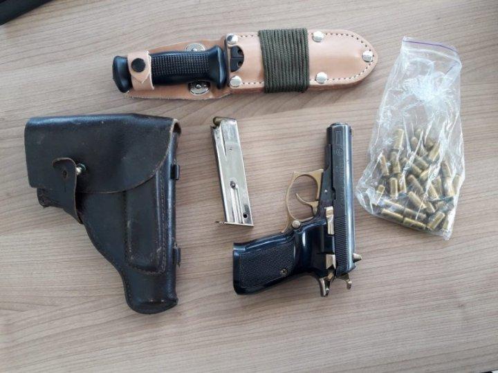 Un ucrainean a fost reţinut la vama Palanca cu un arsenal impunător de muniţii