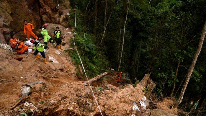 Bilanţul prăbuşirii unei mine de aur în nordul Indoneziei săptămâna trecută a crescut la 16 morţi