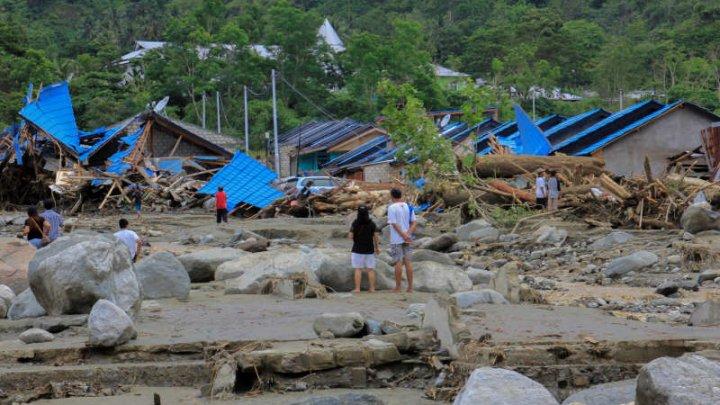 Indonezia: În urma inundaţiilor, au fost înregistraţi CEL PUŢIN 92 de morţi şi circa 160 de răniţi