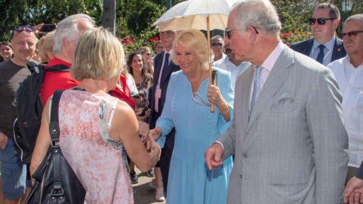 Vizită istorică în Cuba. Prinţul Charles şi soţia lui Camilla s-au plimbat prin centrul istoric al Havanei