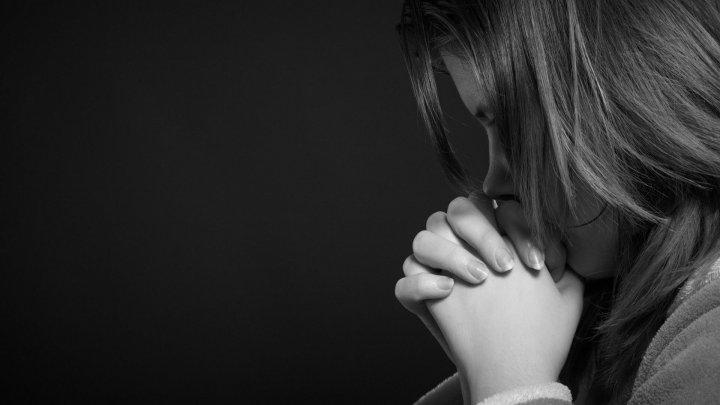 O tânără s-a sinucis în casa IUBITULUI EI. Mesajul de adio e SFÂŞIETOR