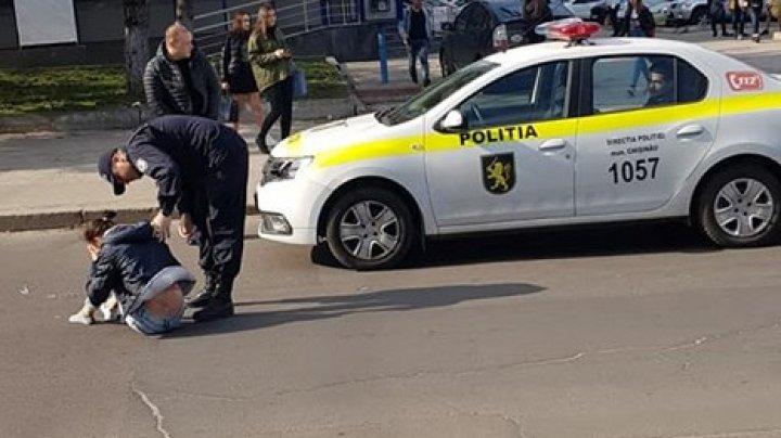 ACCIDENT ÎN SECTORUL BOTANICA AL CAPITALEI. O femeie a fost lovită de o mașină de poliție pe trecerea de pietoni (FOTO)