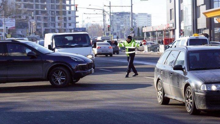 Ambuteiajele dau bătăi de cap şoferilor din Capitală. Care sunt cele mai aglomerate sectoare care trebuie evitate